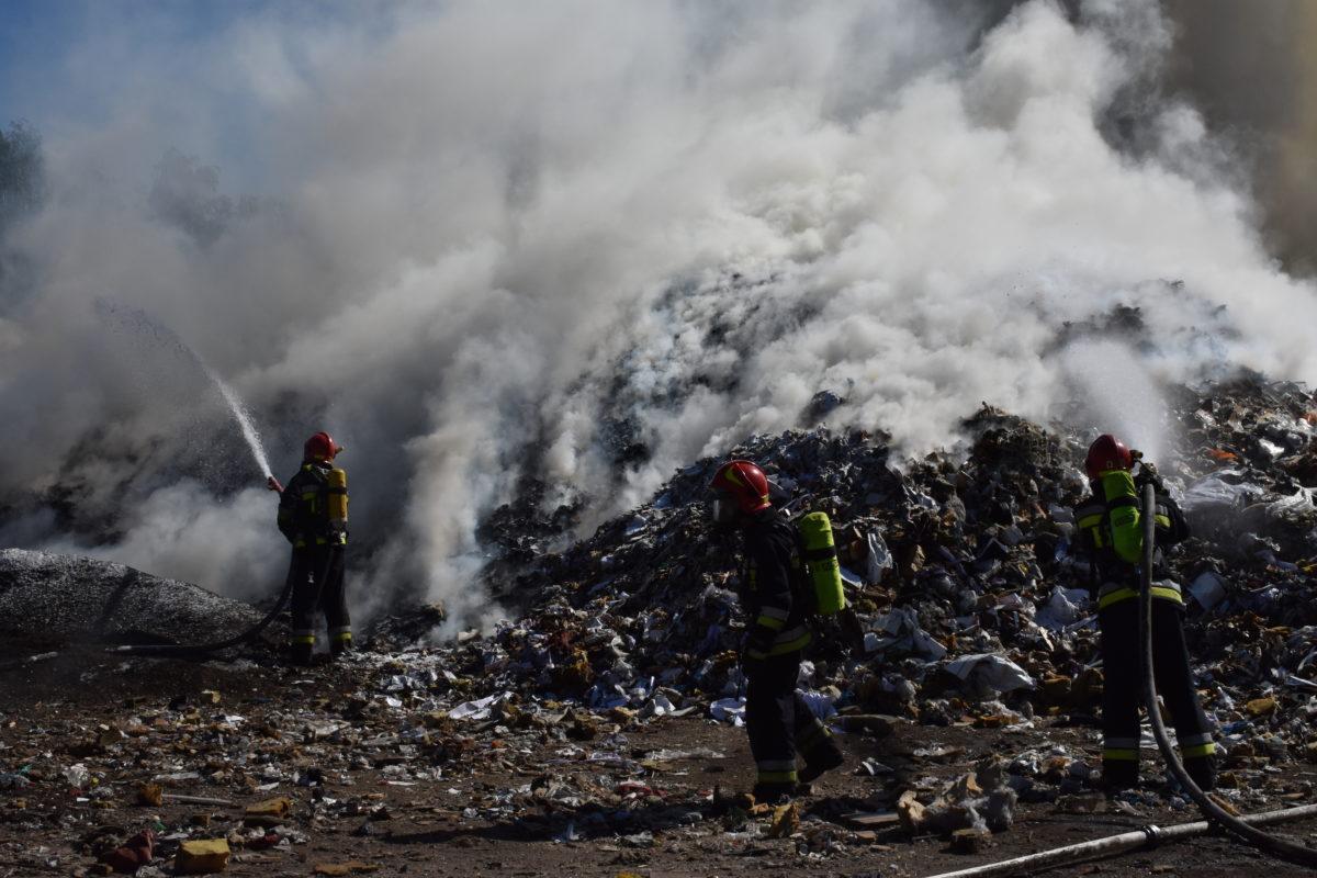 Fire of a garbage dump in Zabrze   Photo: KM PSP W Zabrzu