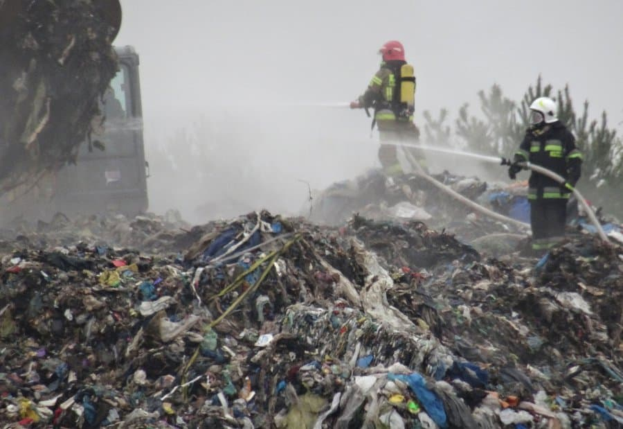 20 firemen units tried to extinguish fire at one of the landfills in Świętokrzyskie region. It was the 8th time this landfill was on fire in less than a year. | photo: kielce.uw.gov.pl/